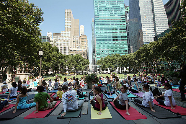 Amid An Unseasonably Rainy Summer, Warm Weather Draws New Yorkers To Parks